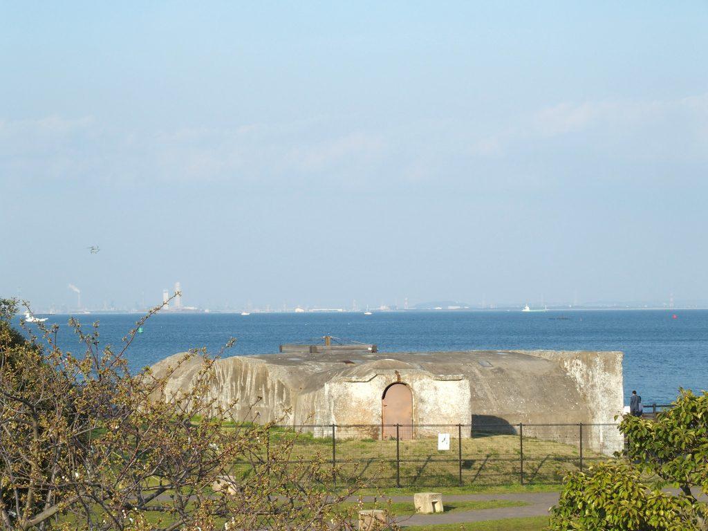 東京湾を望む大型兵舎