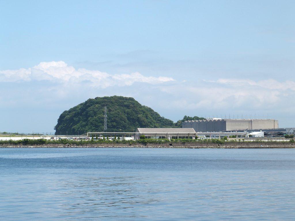 野島から夏島を見る
