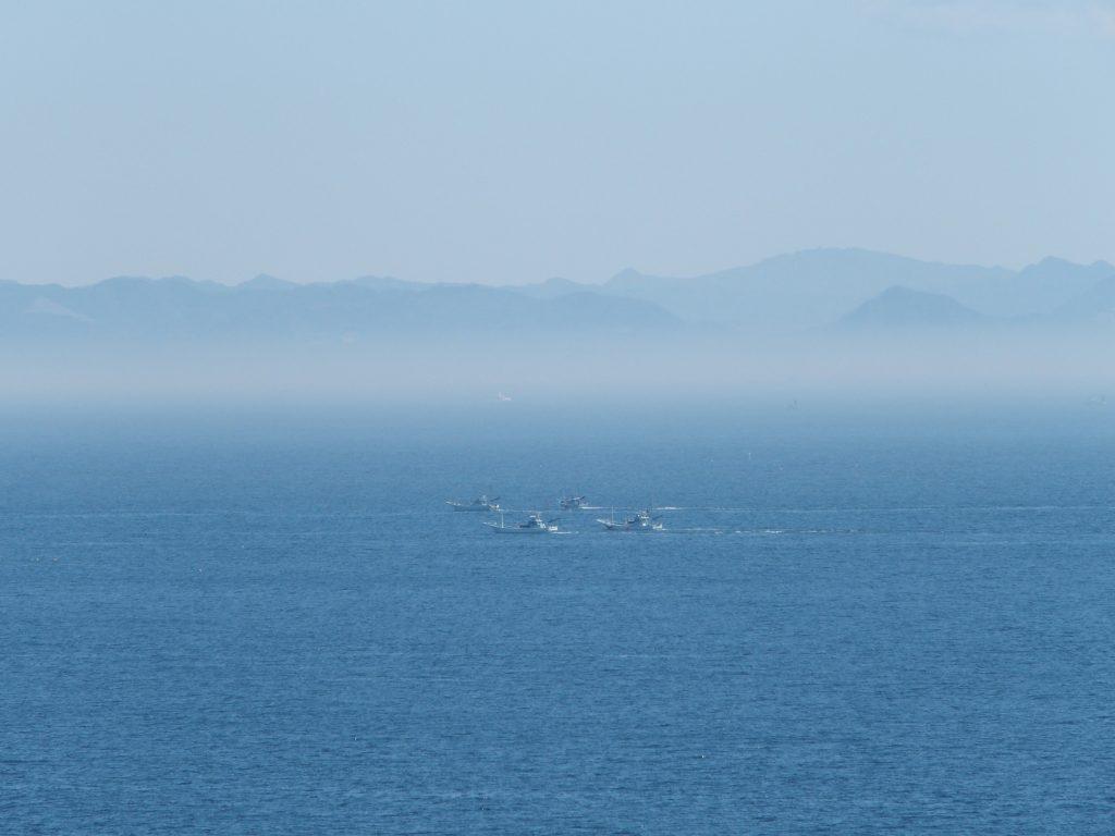 海、霧、房総の山