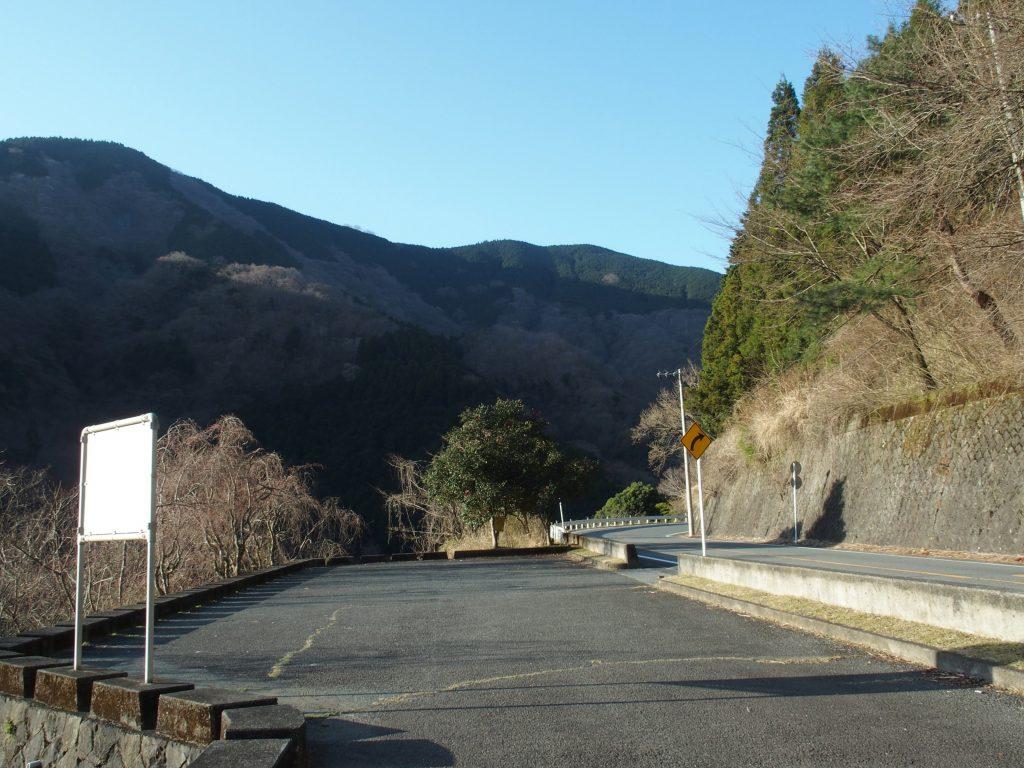滝壺橋手前の駐車スペース