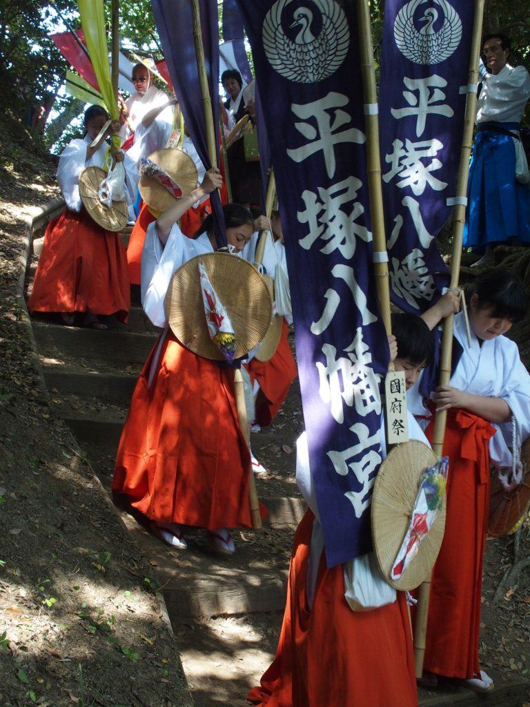平塚八幡宮の巫女さん