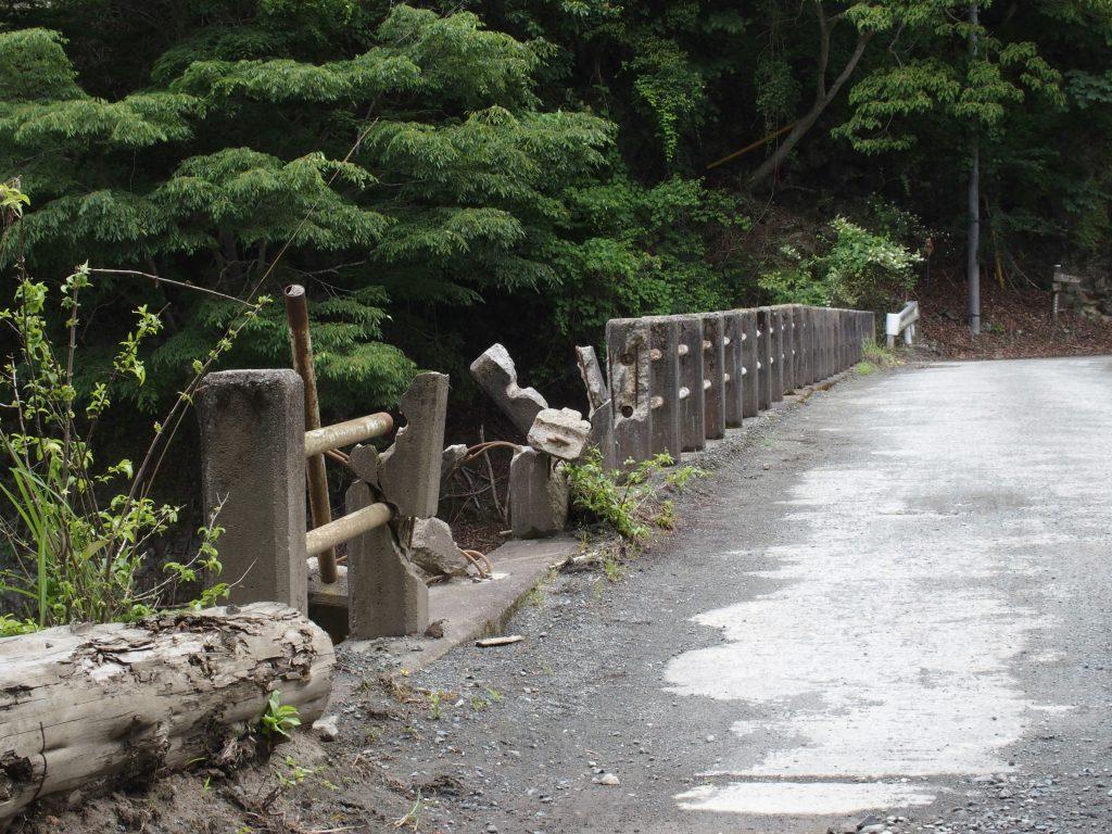 痛々しい芦沢橋