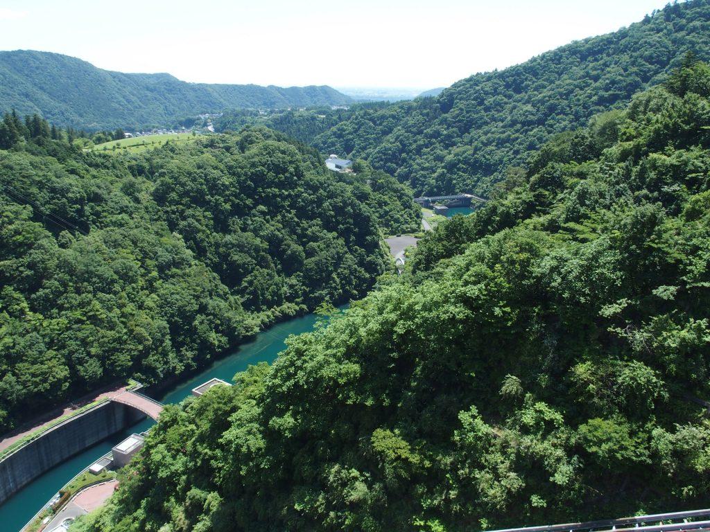 宮ヶ瀬ダムから石小屋ダムを見る