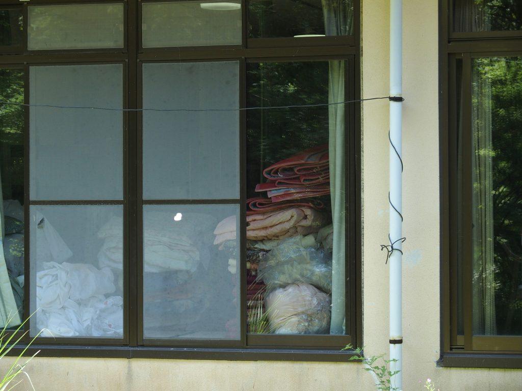 ロッジの中に布団はまだたくさんある