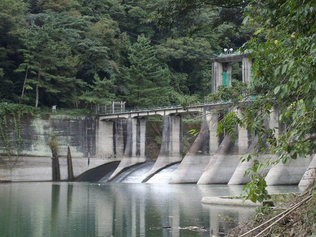 三井用水取入所跡付近からも沼本ダムが見える