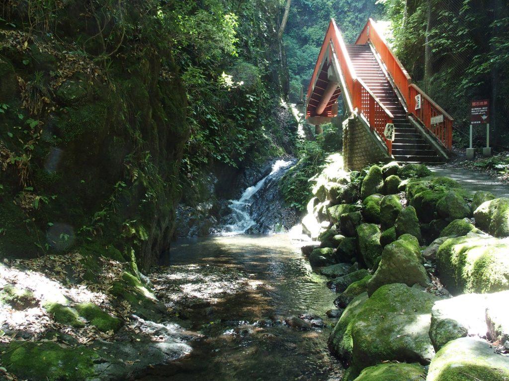 塩川滝にかかる橋
