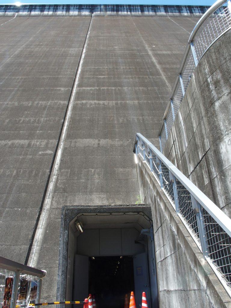 堤体内部への入口