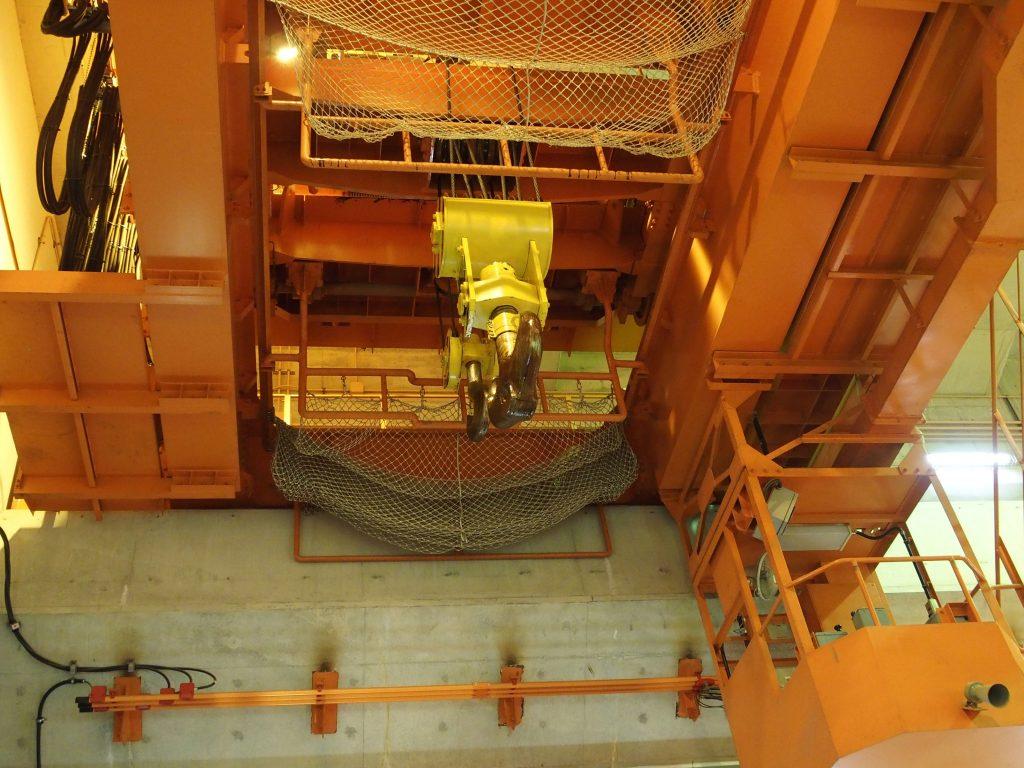 発電機室天井には点検用のクレーン