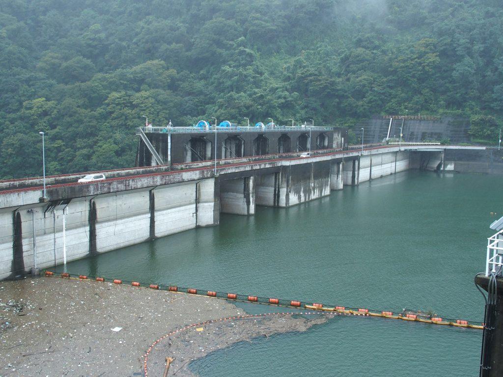 大雨の津久井湖