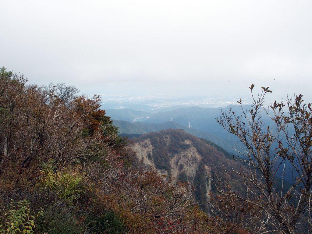 塔ノ岳山頂から望む