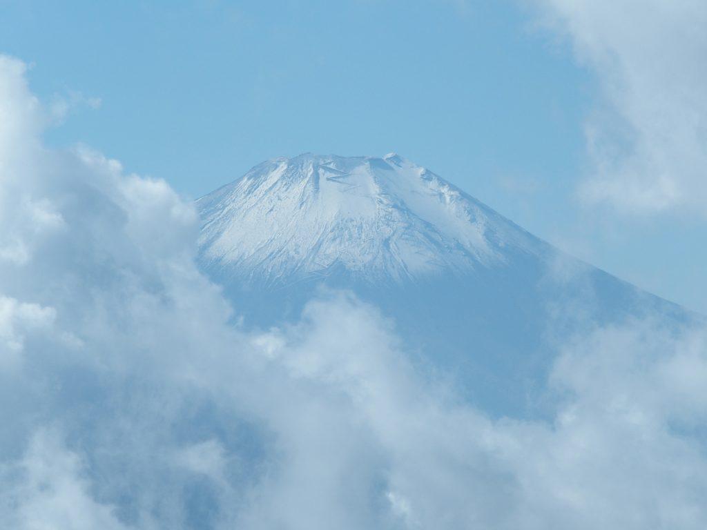 積雪しはじめた富士山