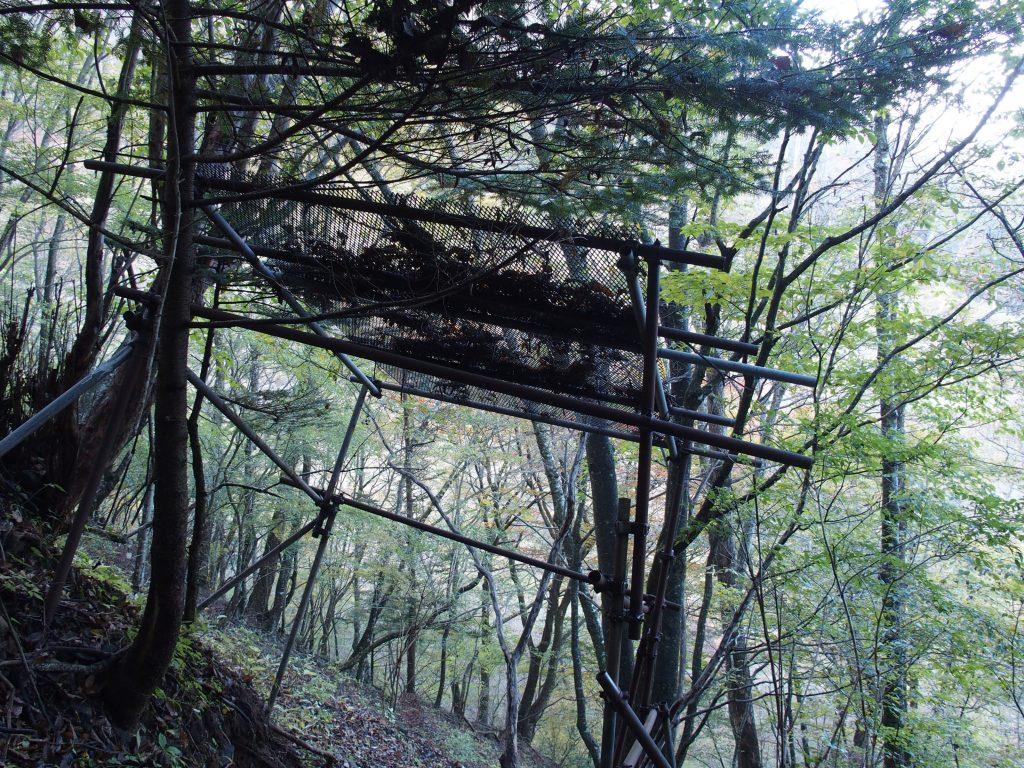 索道から登山道を防護する