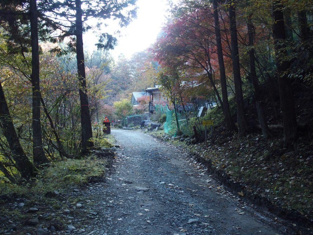 道志の森キャンプ場を抜ける