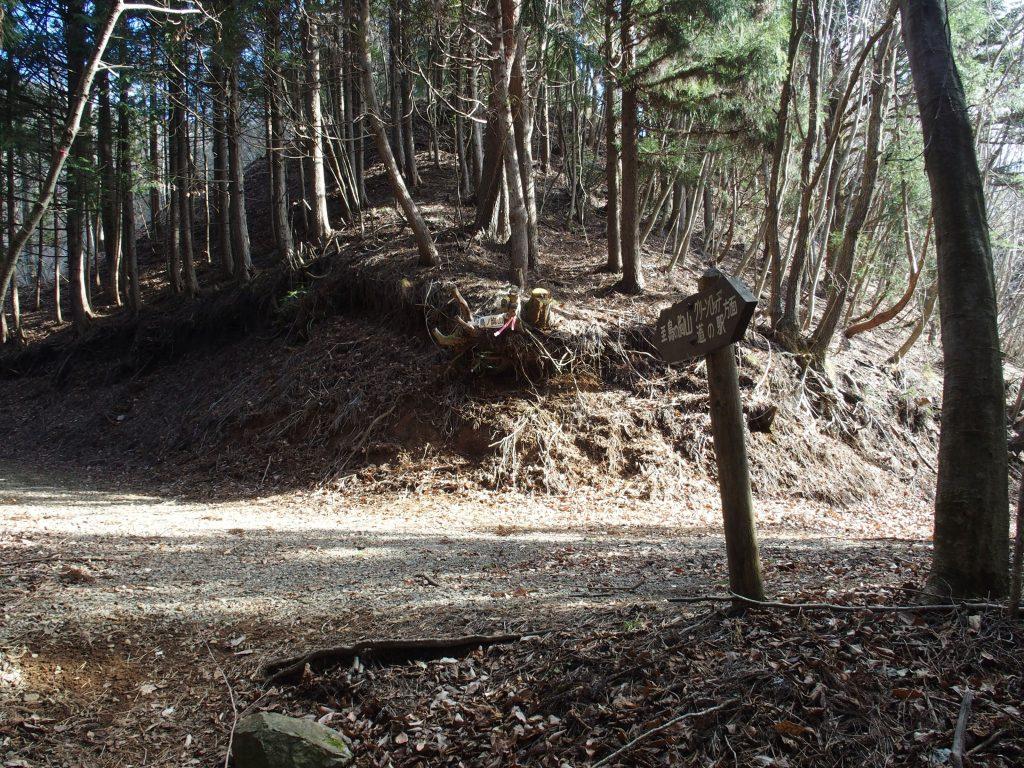 別の林道と合流