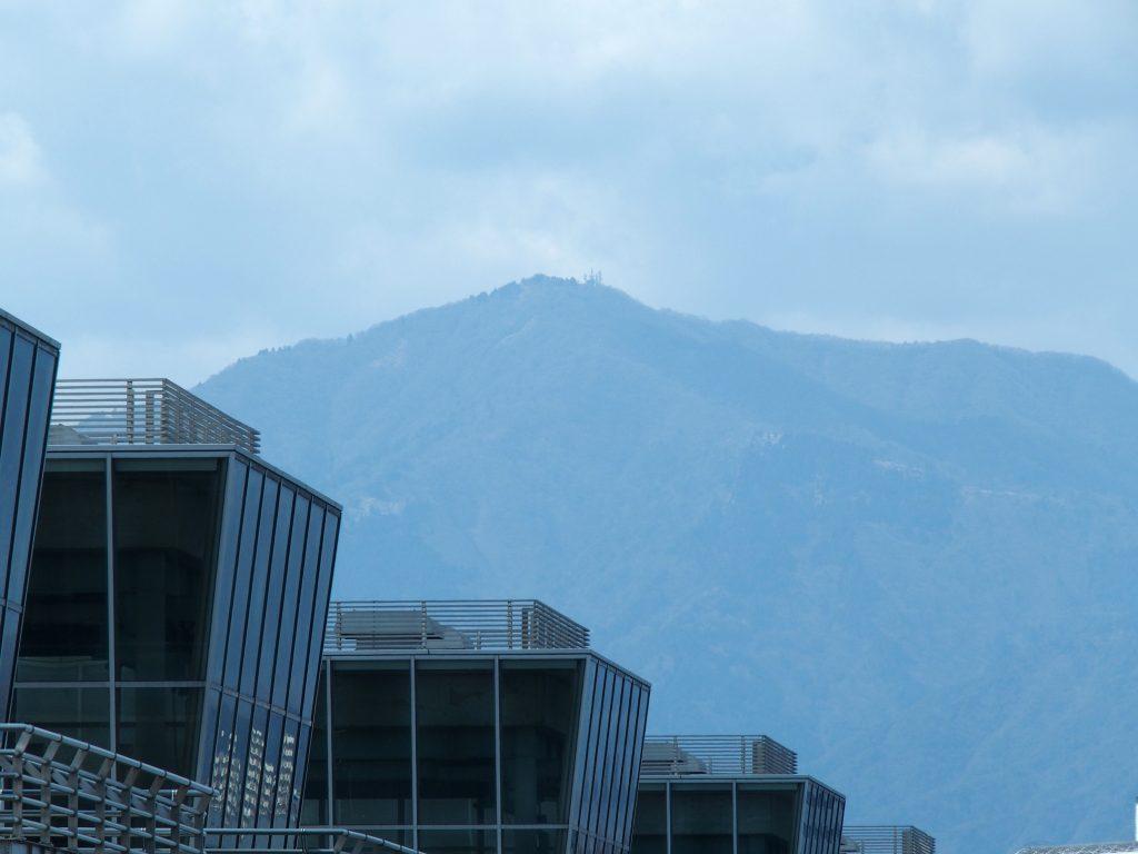 大山を見上げるロケーション
