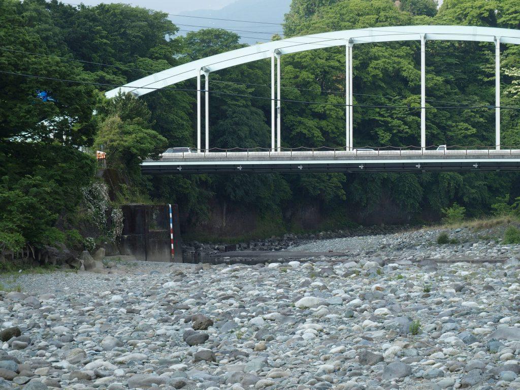 新大口橋のすぐ上流が千貫岩