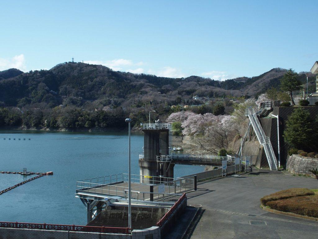 津久井湖の取水塔