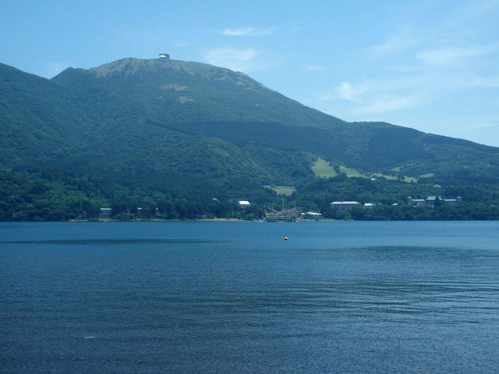 駒ヶ岳、プリンスホテル、海賊船を一望