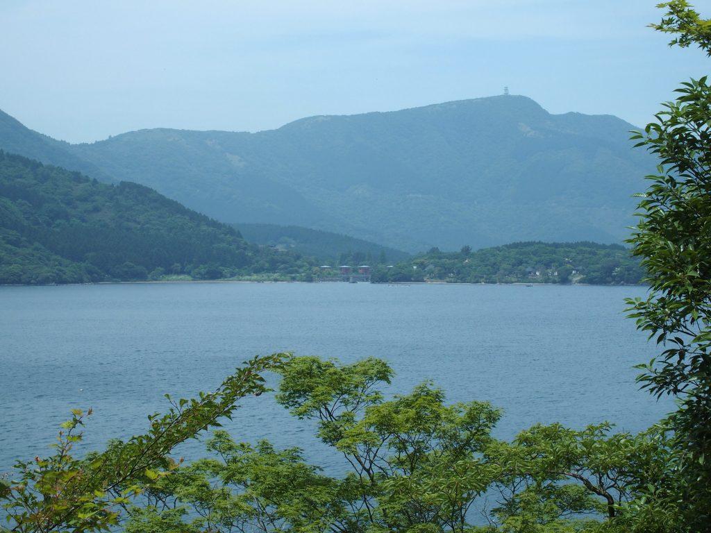 湖尻水門を遠望