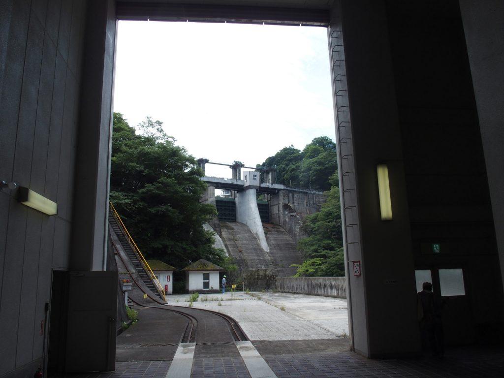 発電所建屋、ダム堤体