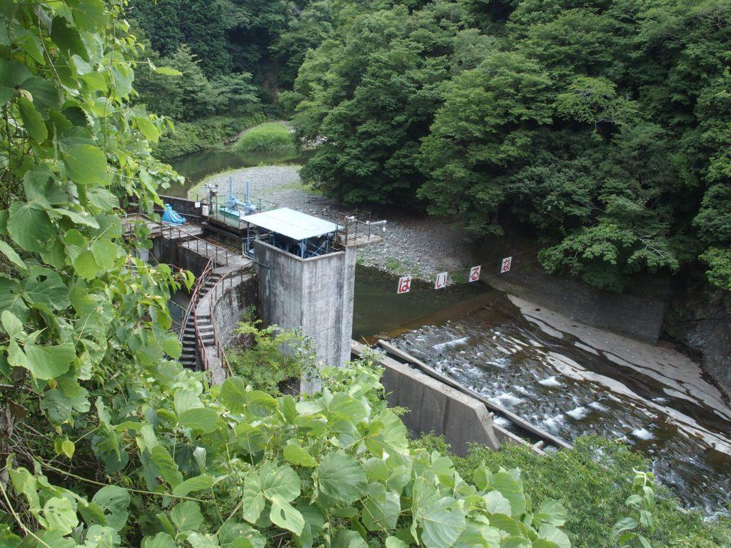 道志川の取水ぜきと取水口施設