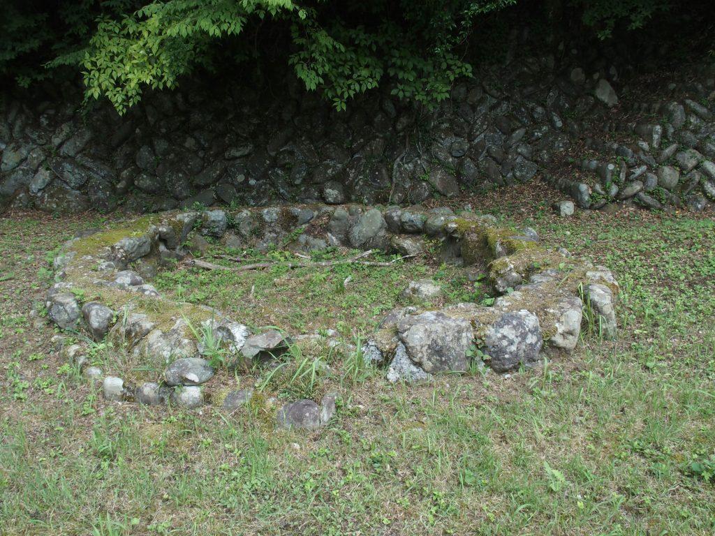 円形の石組み