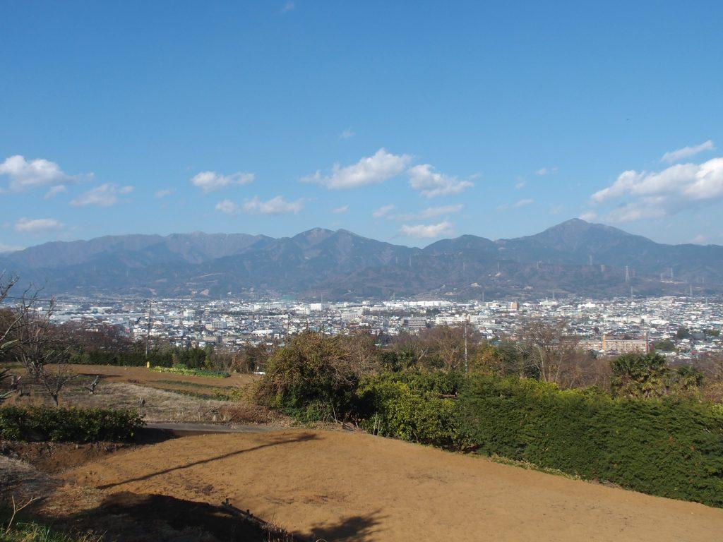 丘の上の駐車場からの眺め