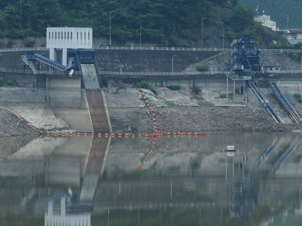 丹沢湖側に取水設備がある