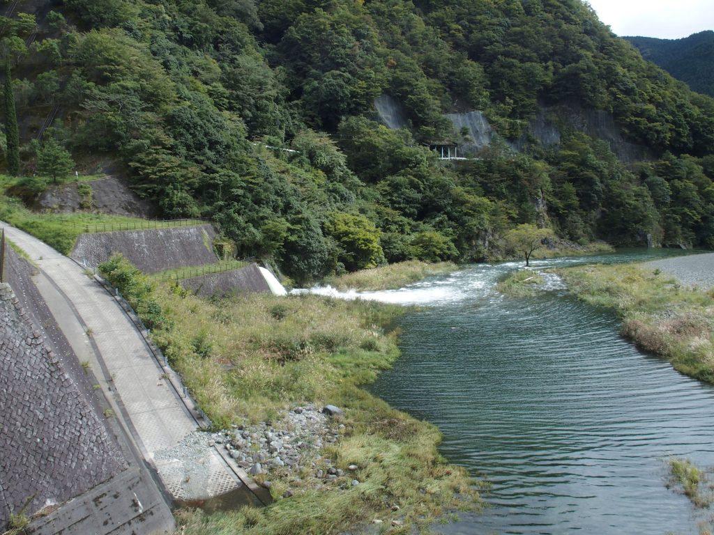 余水吐から河内川に水が戻される