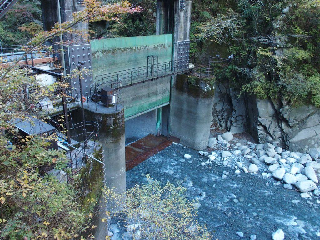 水が抜かれた玄倉ダム