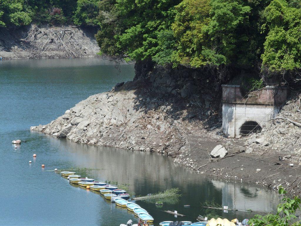 地上に現れた横浜水道の遺構