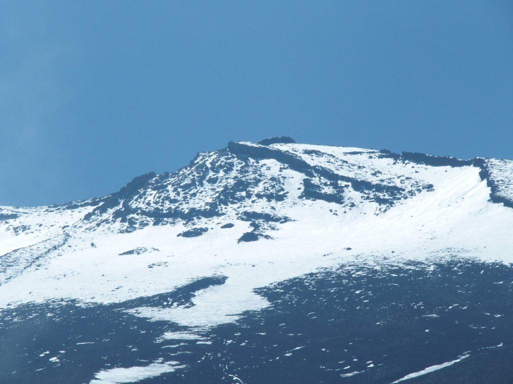 富士山の頭は白く