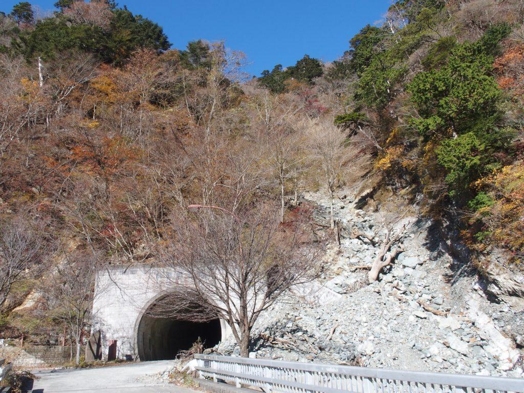 犬越路トンネル南口