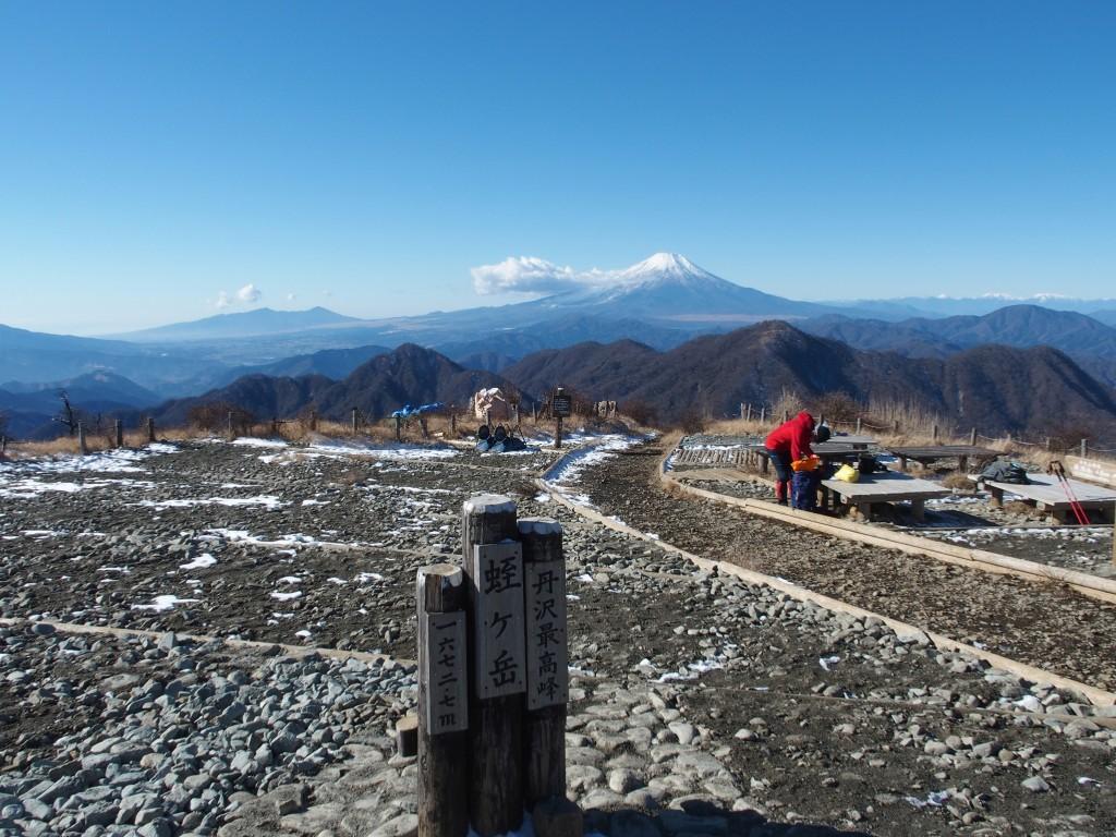 晴れた日の蛭ヶ岳山頂